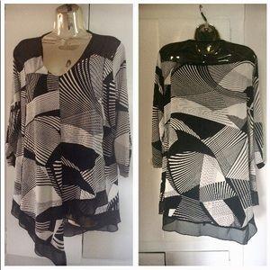Geometrical Black and White Blouse